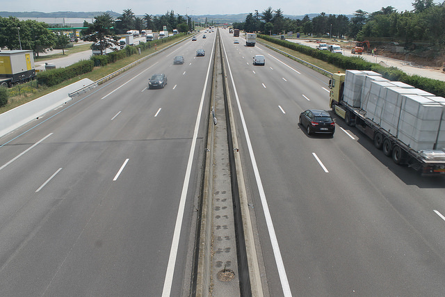 « Voies réservées » sur l'autoroute :  premiers résultats sur les gains financiers et environnementaux