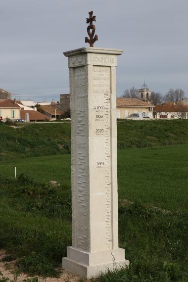 Rhônomètre de Fourques qui retrace l'histoire des crues du Rhône.