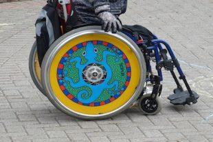 Enfant handicapé-handicap-fauteuil roulant