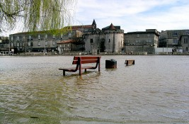 Dossier : Inondations : apprendre à prévenir et à gérer le risque