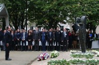 Invalides hommage victimes