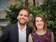 """Romain Slitine, consultant et maître de conférences à Sciences Po Paris, et Elisa Lewis, entrepreneure, se présentent comme des """"explorateurs"""" des modèles économiques et politiques de la société de demain. Au sein du collectif Démocratie Ouverte, ils accompagnent et développent des innovations démocratiques."""