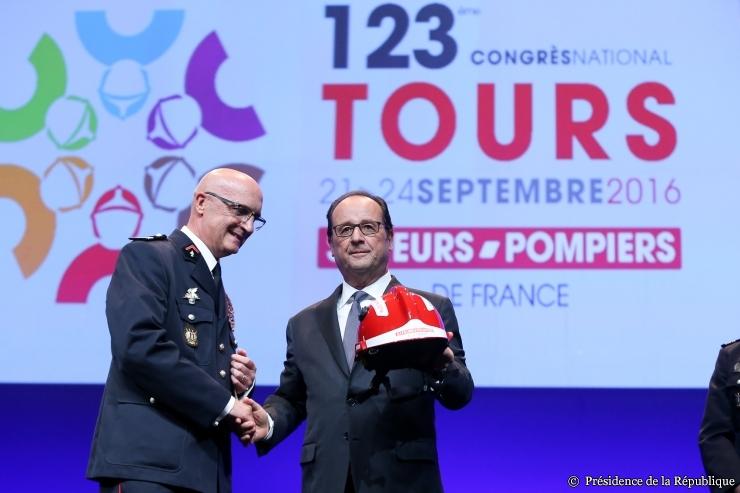 François Hollande face aux pompiers : rendez-vous manqué ?