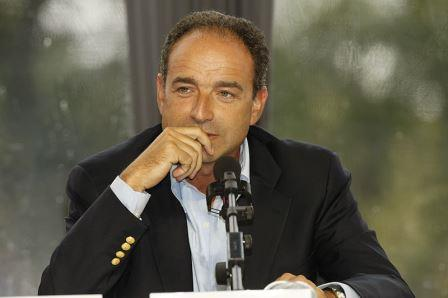 Jean-François Copé : «Fusionnons les départements et les régions»