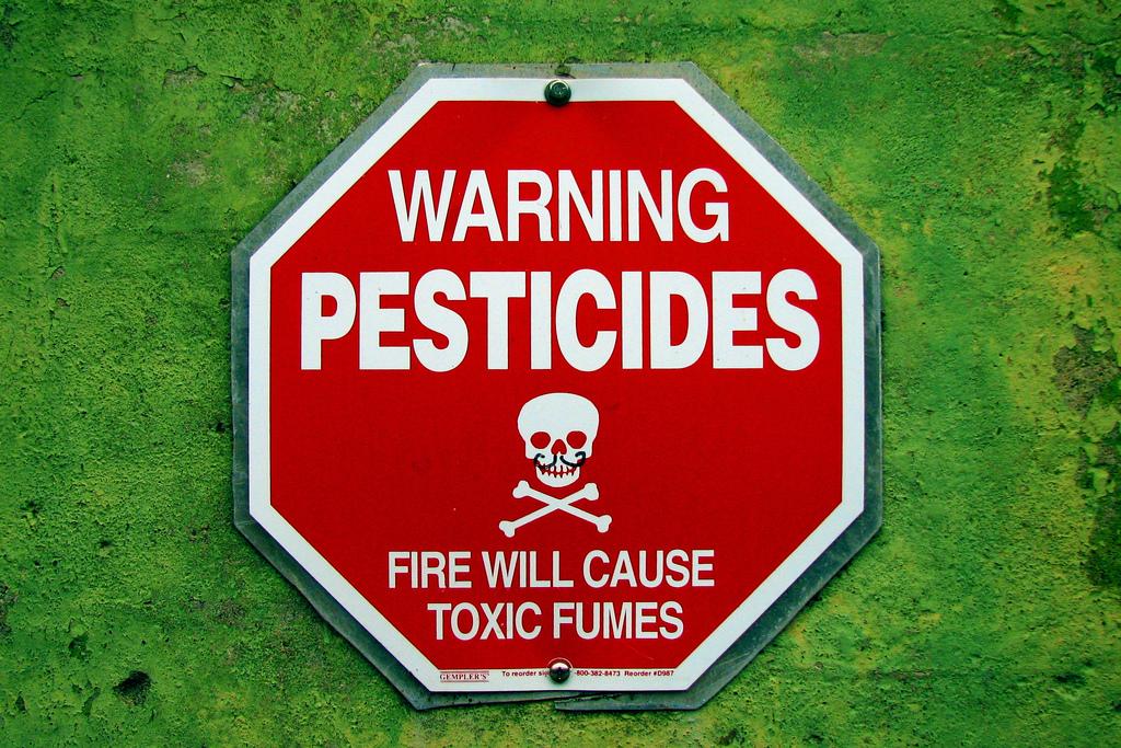 Épandages des pesticides agricoles près des habitations : l'arrêté de la discorde