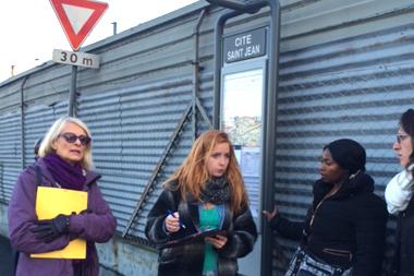 A Lyon, une marche exploratoire pour mesurer l'insécurité de certains trajets en bus