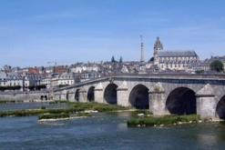 800px-Blois.Loirebruecke.wmt