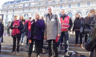 Rassemblement des Atsem et de leurs syndicats FO, FA-FPT, CGT, mercredi 14 décembre 2016, rue de la légion d'honneur (Paris, VII).