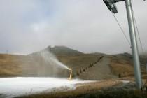 En moyenne, l'enneigement artificiel nécessite 4 000 m3 d'eau à l'hectare.