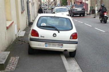 A quelles conditions peut-on verbaliser le stationnement hors emplacement ?