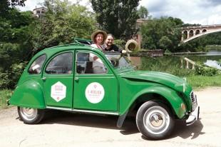 Une 2CV est équipée en office de tourisme mobile à Gaillac