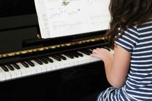 380 X 253 lecon de piano CCO -UNE