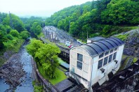 La centrale hydroélectrique de Rophémel, rachetée par EBR, doit être rénovée courant 2017. Elle fournira un quart des besoins électriques du réseau.