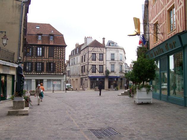 Centre ville d'Auxerre (Yonne) ©Vicente Auxerre CC BY-SA 2.0 via Wikipedia