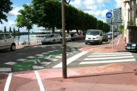 Quai_d'Allier_à_contresens_-_Piste_cyclable_sur_trottoir