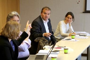 Claudie Calabrin (au fond), du SGMAP, devant une délégation de la ville de Roubaix.