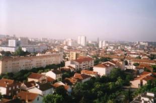 Toulouse (Haute-Garonne, France) - Vue des toits à partir de la rue d'Arcachon dans le quartier des Minimes, direction sud vers le centre ville.