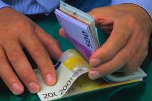 finances-billets-banque-main-crocodile