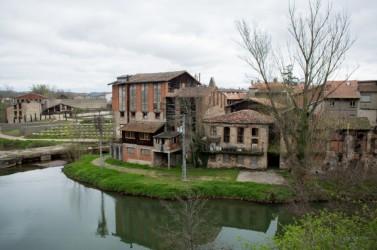 Dans le Tarn, Graulhet aurait pu s'éteindre avec la disparition de ses manufactures de cuir. Leur reconversion a finalement donné un second souffle à la ville.