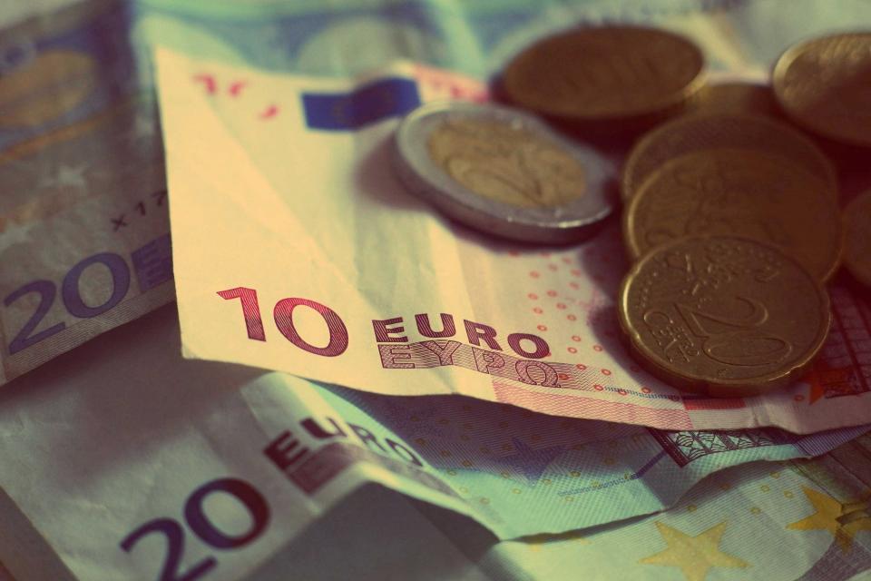 Salaire Net Moyen Dans La Fpt En 2016 1 900 Euros Par Mois