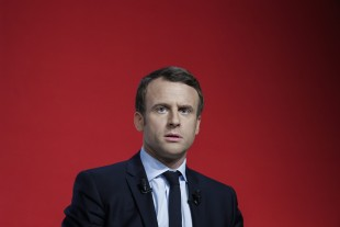 Emmanuel Macron, meeting a Chatellerault.