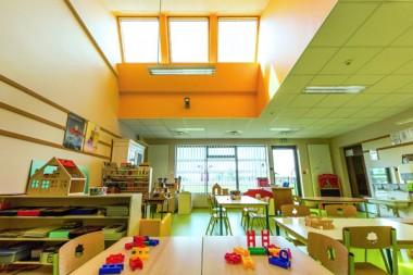 Trois fois dans la journée, l'air de la classe est automatiquement renouvelé, ce qui permet de réduire de 30% la teneur en CO2.