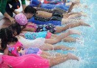 Un bassin mobile pour enseigner les bases de la natation loin des piscines