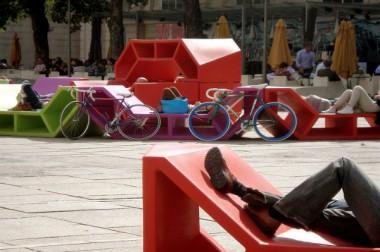 Le mobilier urbain réinvestit les villes