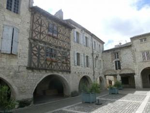 Lauzerte (Tarn-et-Garonne), Place des Cornières