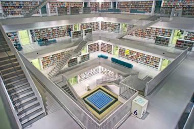 Vue d'intérieur de la bibliothèque  municipale Stadtbibliothek, à Stuttgart.