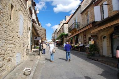 rue vide d'un centre-ville