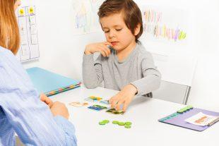 enfant-jeu-autisme-UNE