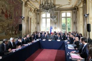Signature des premiers contrats Etat-Collectivités, le 16 avril 2018 à Matignon.