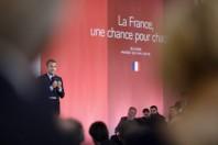 Macron banlieues