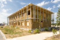 Bâtiment de bureaux à énergie positive d'Izuba énergies à Montpellier : Ossature bois isolation paille.
