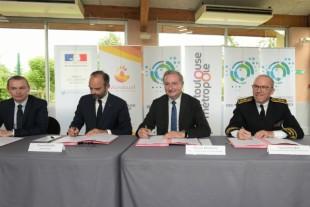 Signature du contrat financier de Toulouse Métropole, le 7 juin.