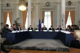 Signature, jeudi 28 juin 2018 à Lille, de 10 contrats financiers par le Premier ministre.