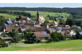 campagne village 600X400 celeste clochard via AdobeStock_117868351