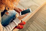 smartphone-jeunes-numerique-determined-AdobeStock_69498679