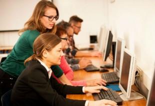 ordinateur-apprentissage-Samo Trebizan-AdobeStock_104299905