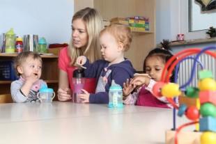 assistante maternelle enfant crèche