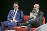 Thibaut Guignard, maire de Ploeuc-l'Hermitage, et Pierre Moscovici, commissaire européen