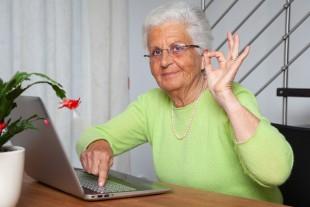 Personne-âgée_actvie_ordinateur
