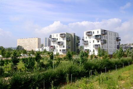 Intégrer des parcs dans les nouveaux aménagements, comme l'écoquartier du Plateau de Haye à Nancy, est essentiel pour limiter l'effet îlot de chaleur.