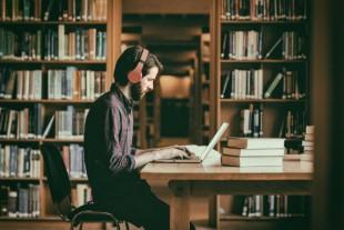 bibliotheque-vectorfusionart - AdobeStock-UNE