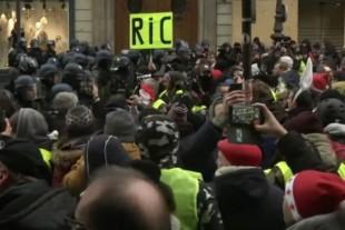 RIC-referendum-citoyen-giletsjaunes-pancartes-manif