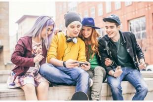 smartphone-jeunesse-OneInchPunch-AdobeStock - UNE