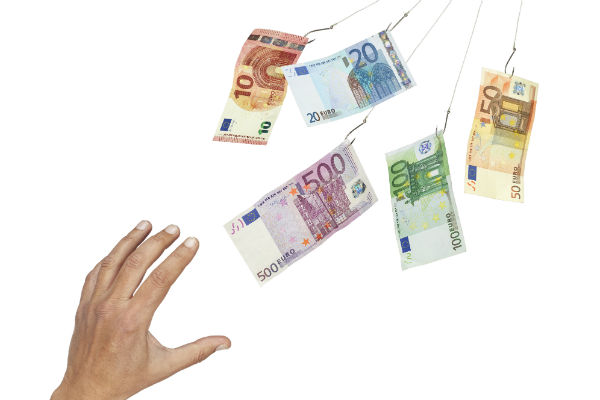 billets-euros-main-une