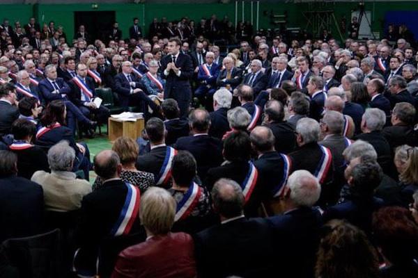 Emmanuel Macron, le 15 janvier, à Grand Bourgtheroulde (Eure) devant les maires du département, en ouverture du Grand Débat National