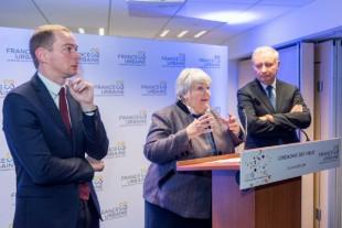 Jean-Luc Moudenc (à droite), le président de France Urbaine, avec Jacqueline Gourault, ministre de la Cohésion des territoires et Olivier Dussopt, secrétaire d'Etat à la fonction publique, le 23 janvier 2019.